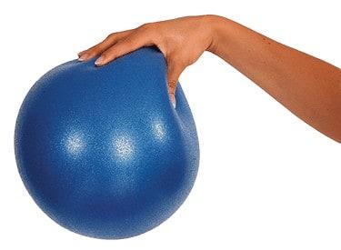 η μπάλα γυμναστικής pilates, έχει 3 χρήσεις, για ασκήσεις, για στήριγμα αλλά και για εξασκητή αναπνοής!
