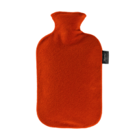 Η Θερμοφόρα νερού Fleece Κόκκινη 6530 42 είναι κατασκευασμένη από θερμοπλαστικό υλικό και με μεγάλο στόμιο